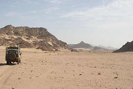 Traveling Sahara Land rover