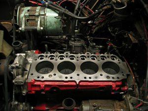 Motorblok van Land Rover eruit