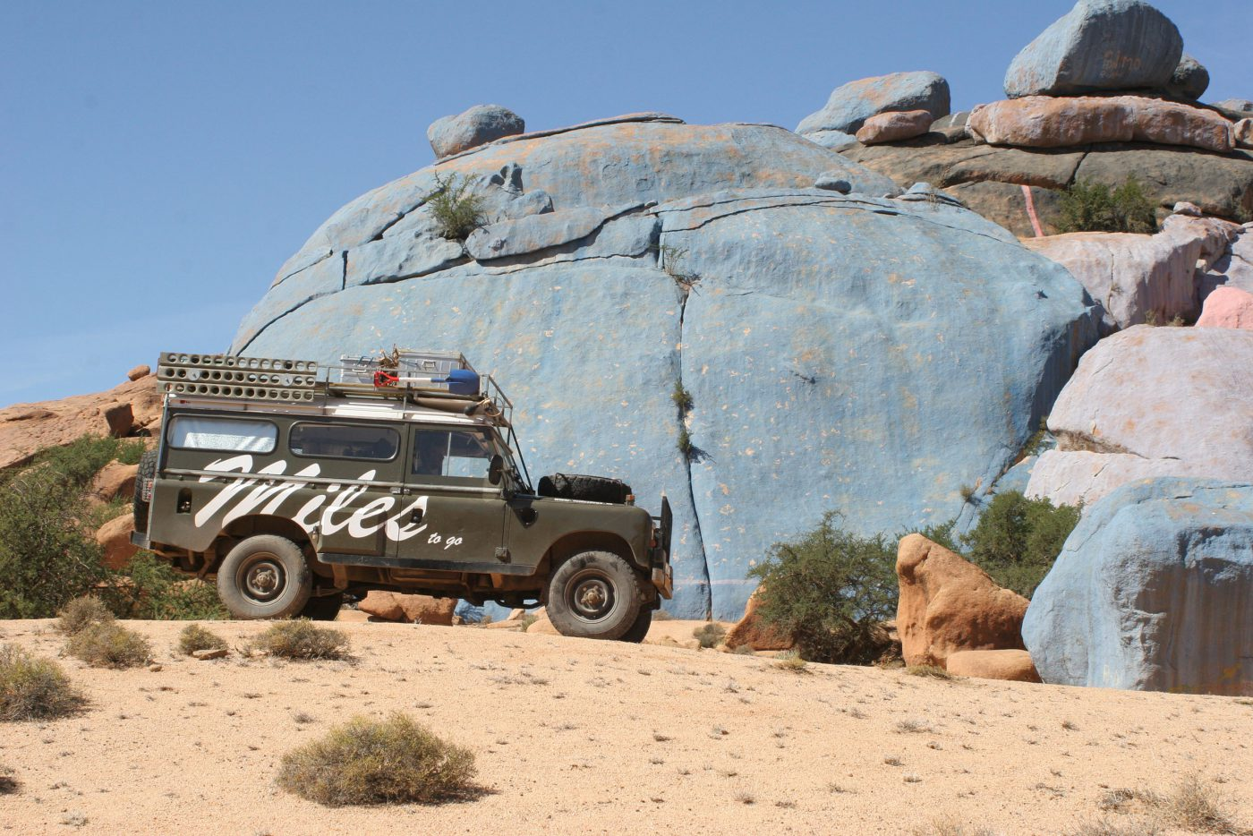 Land Rover visiting the Blue Rock in desert Marocco